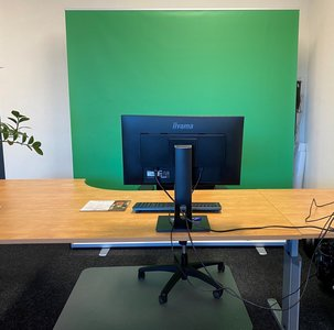 Roll-Up banner XL 200x200cm voorzien van greenscreen t.b.v. Zoom meeting of webinar.
